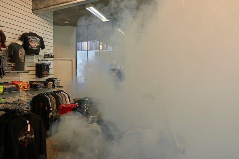 Apsauginis rūkas paslėpė brangias Harley-Davidson striukes